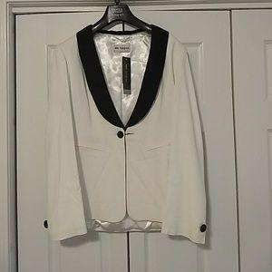 Stunning White Blazer/Tuxedo Jacket